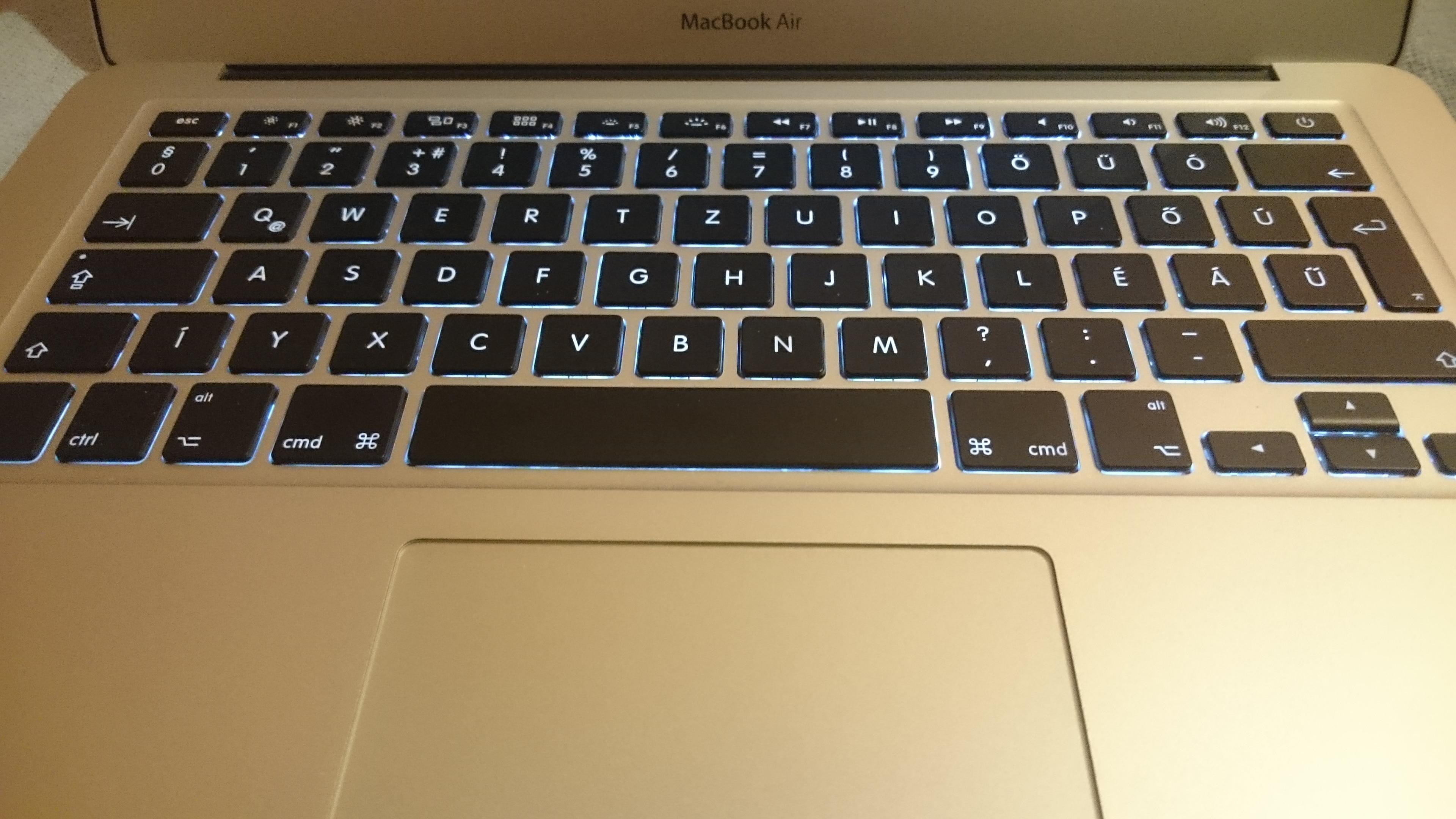Csatlakozhatok egy mikrofont a MacBook Pro-hoz eom számla randevú